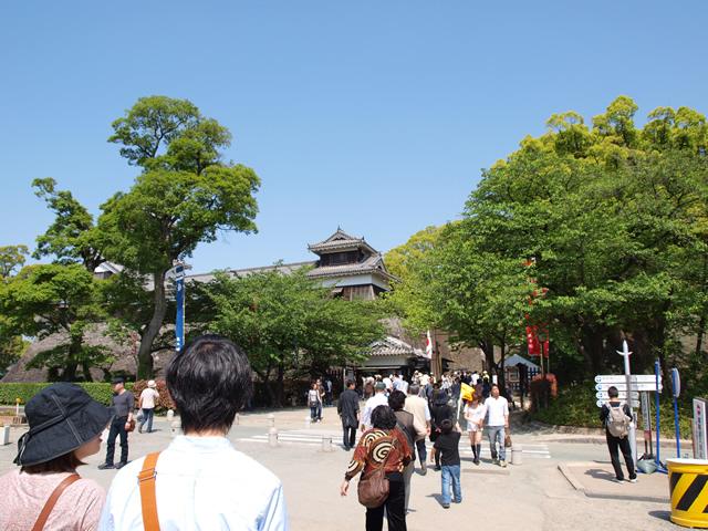熊本城入口へ