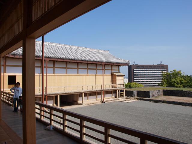 縁側から見る本丸御殿