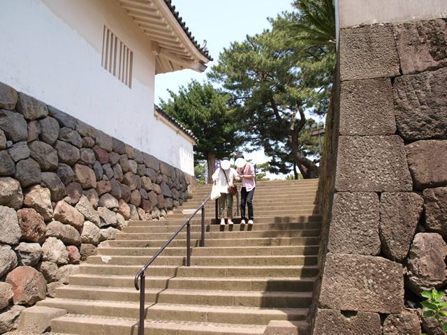 西の櫓横の階段