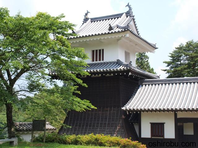 太鼓櫓を岩村歴史資料館側から
