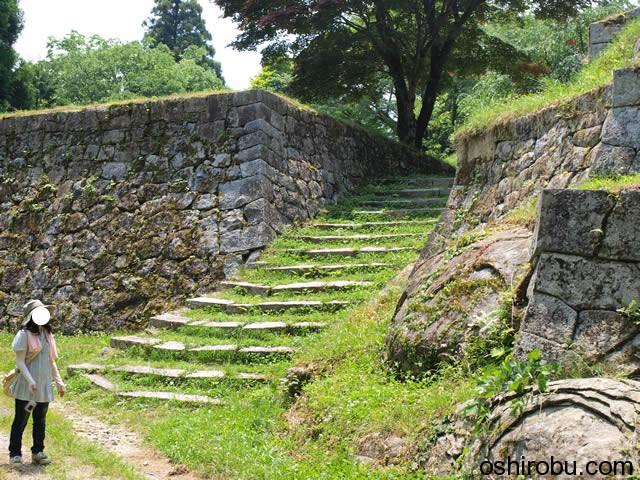 東曲輪への階段