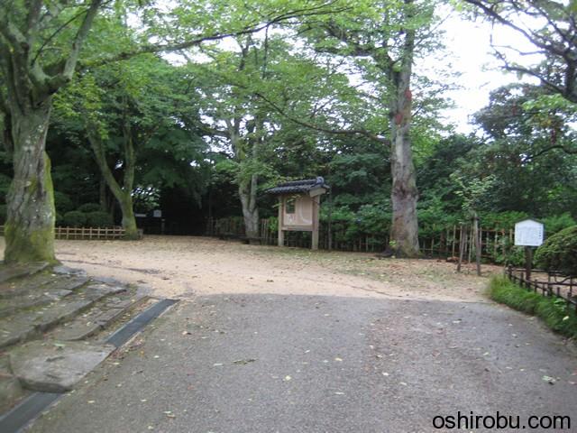 小丸山公園内