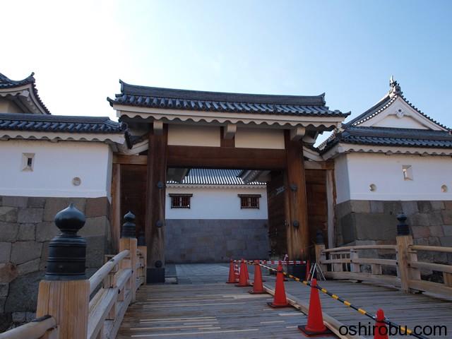 現在の入口、東御門