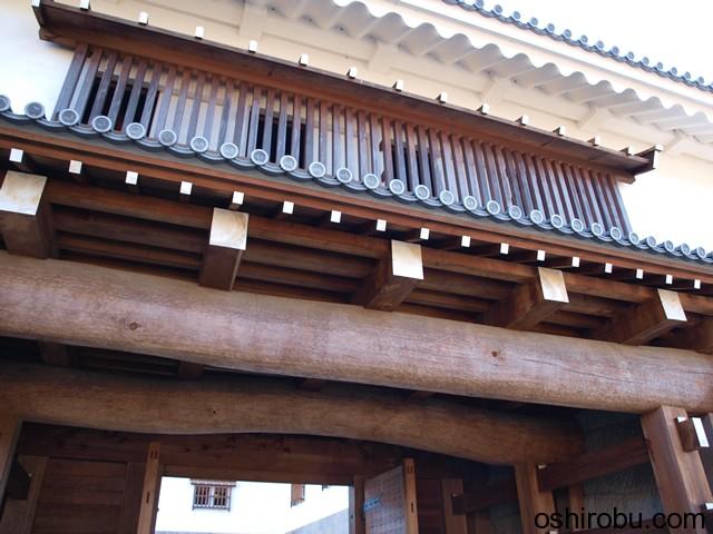 木造で再建された東御門
