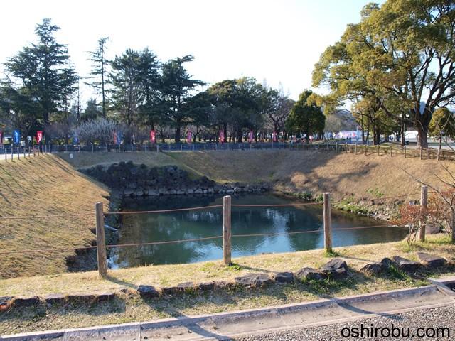 少し小さい池