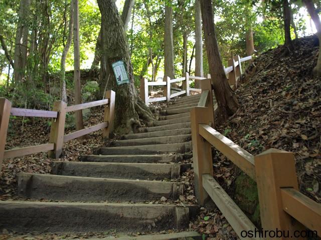 二の丸跡への階段