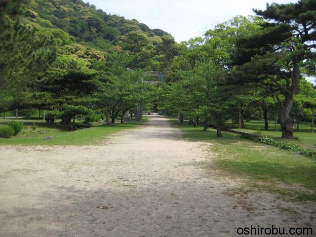 志都岐山神社へと続く道