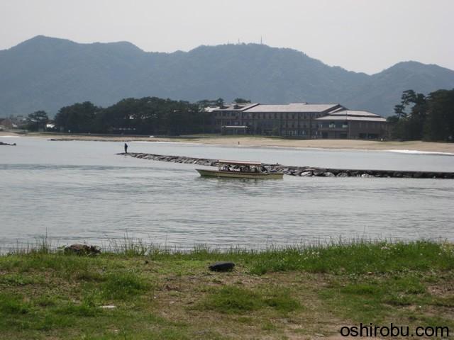 菊ヶ浜の遊覧船