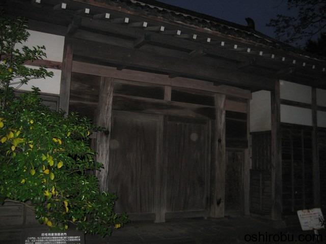 夜の旧毛利家別邸表門