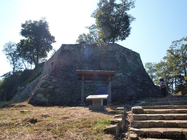 千石井戸と石垣