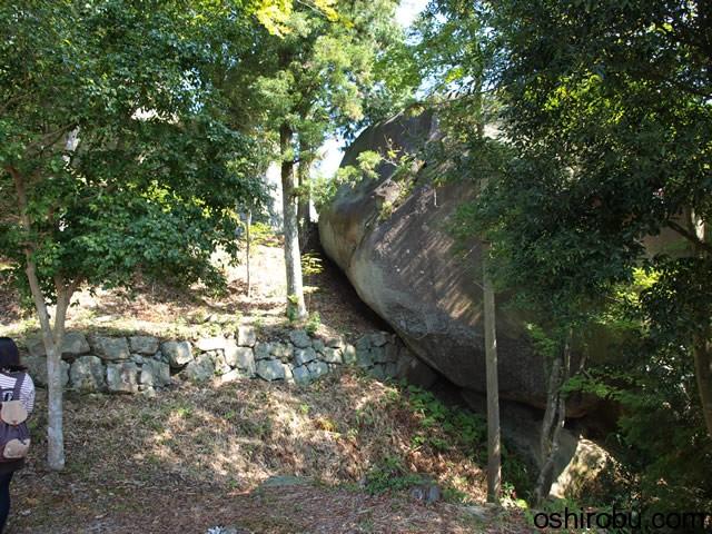 ここにも巨石