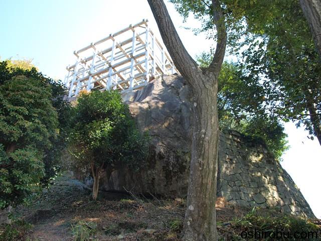 巨石の上の展望台