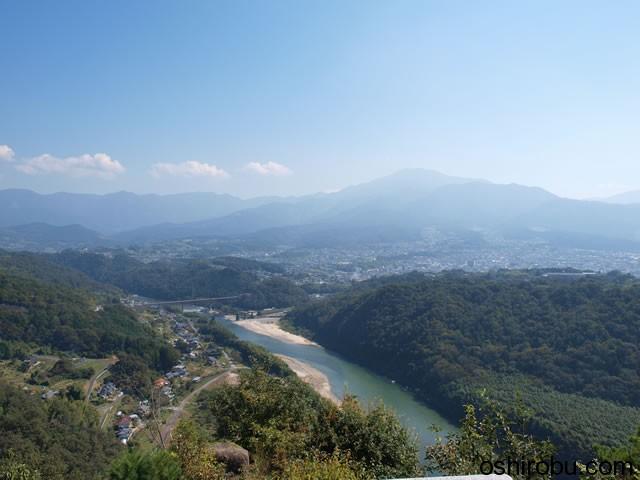 中津川の街