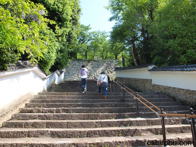 歩幅の広い階段です