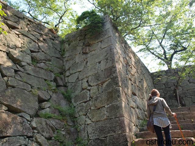 切手門付近の本丸石垣
