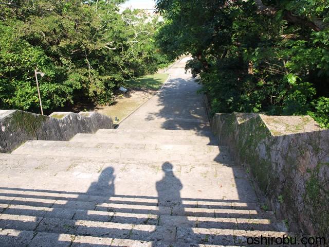 久慶門(きゅうけいもん)近くの石段