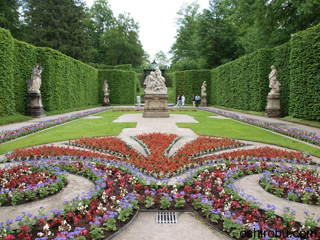 東側の庭園