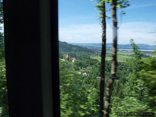 バス内からホーエンシュバンガウ城