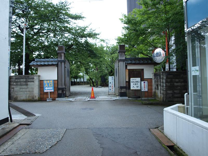 お城部ログ ~日本のお城を攻めるお城部のブログ~-興徳寺